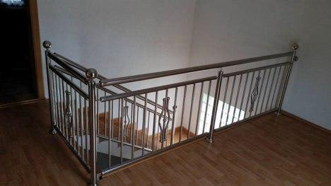 Innenraum: Treppengeländer aus Edelstahl