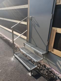 Treppengeländer und Stiege aus Edelstahl gefertigt