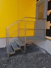 Stiegengeländer und Stiege aus Edelstahl gefertigt