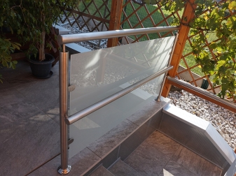 Handlauf mit Glasvertafelung